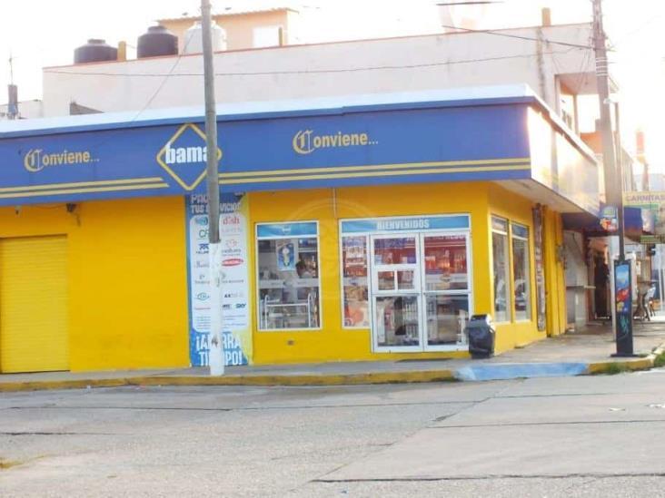 Roban efectivo y productos en dos Bamas de Coatzacoalcos