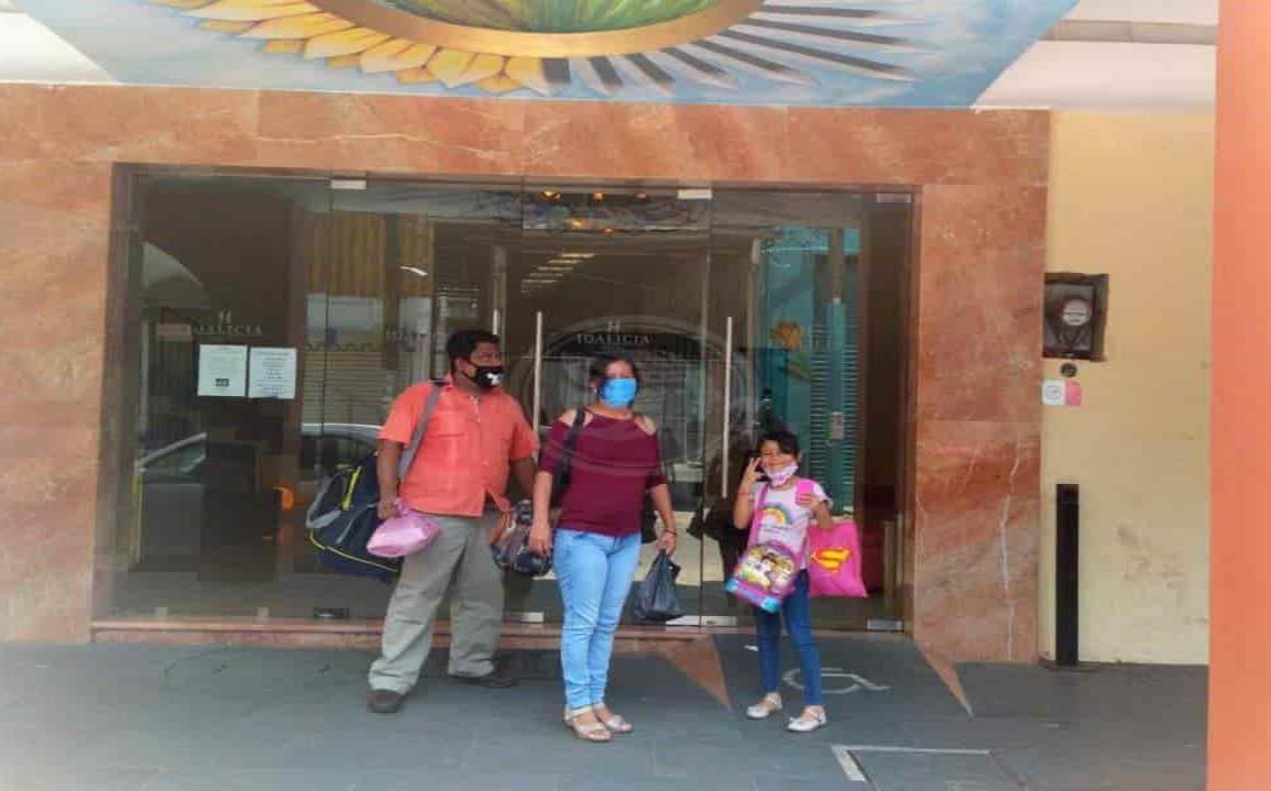 Corren a huéspedes de hotel Acayucan por presuntos síntomas de Covid-19