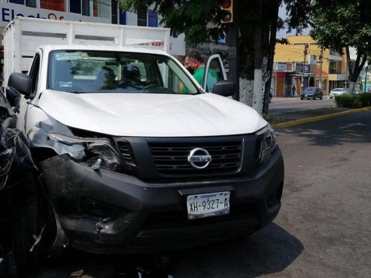 Se registra accidente entre dos camionetas particulares en calles de Veracruz