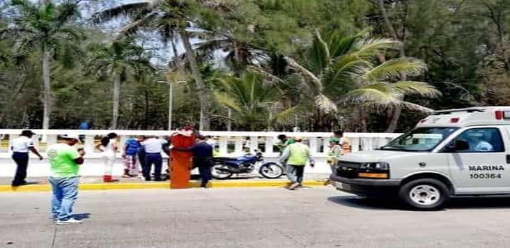 En Alvarado, derrapan dos personas que viajaban en su motocicleta