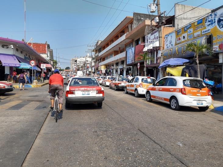 Falla operativo de TP para retirar sitio de taxis en Acayucan