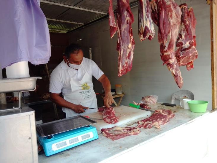 Desplomadas las ventas de carnes res y pollo en Zaragoza