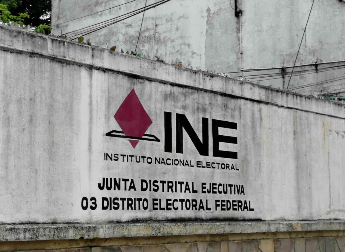 Extienden vigencia de credenciales en INE de Tuxpan