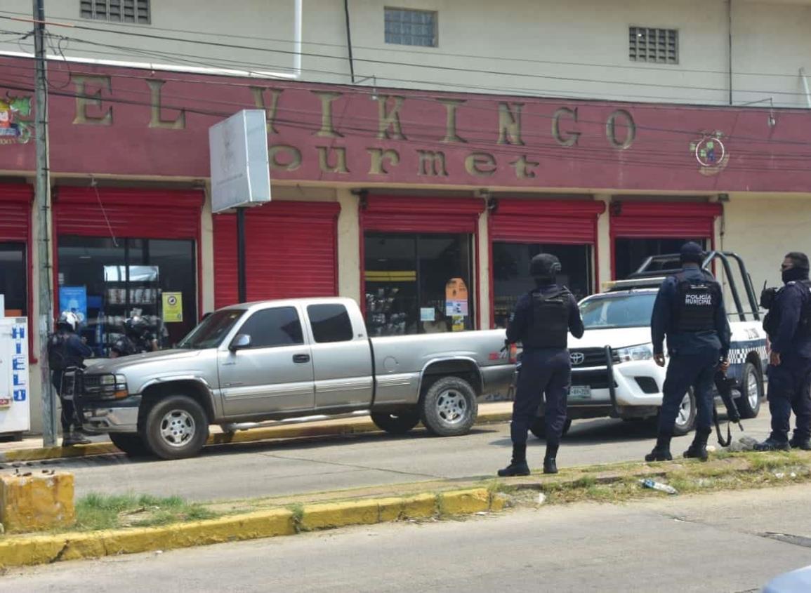 Tras despliegue policíaco, caen atracadores de licorería en Coatzacoalcos
