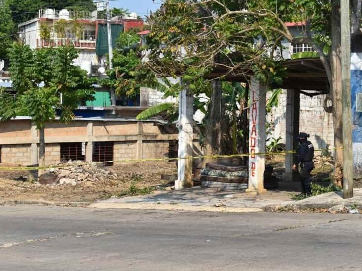 Localizan putrefacto dentro de pozo en lote baldío en Acayucan