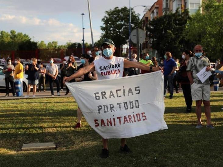 Decreta España 10 días de luto por víctimas del coronavirus