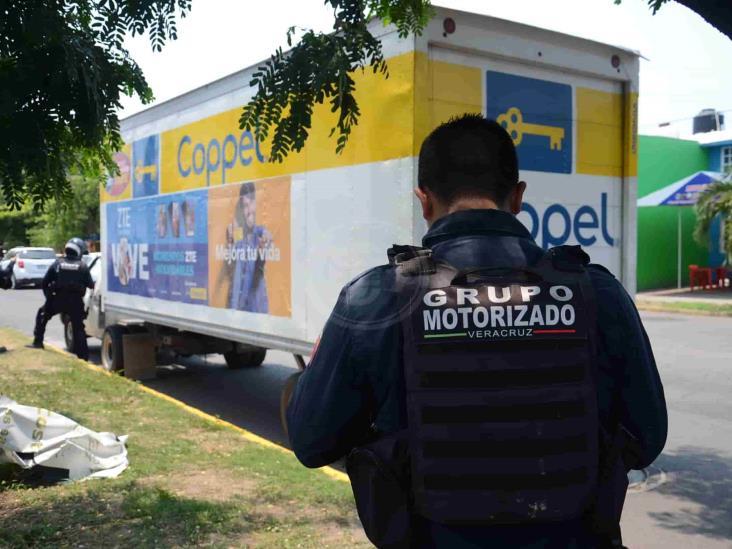 Sujetos armados intentan robar camión con mercancía de tienda departamental Coppel