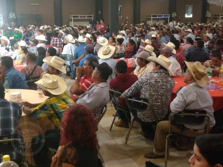 En Minatitlán, cuestionan destino de créditos ganaderos