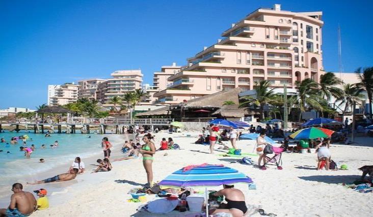 El Caribe mexicano apunta al turismo nacional para salir de la crisis