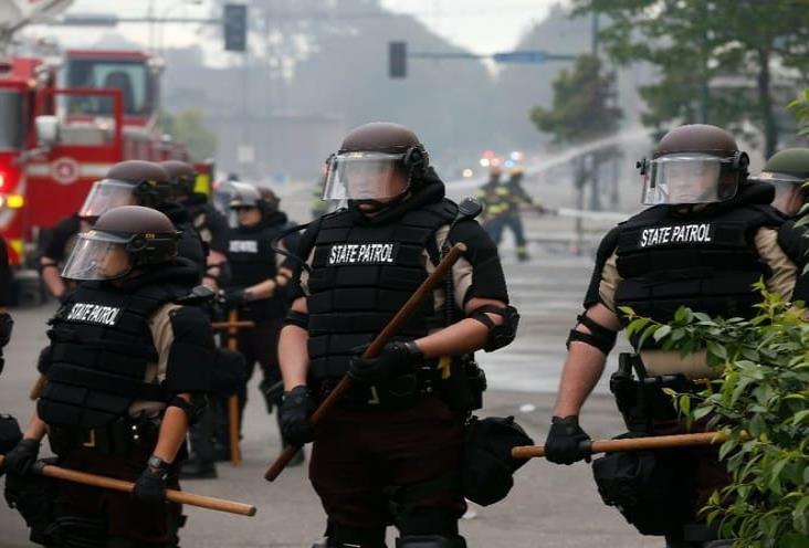 Por disturbios, despliegan 500 guardias nacionales en Minneapolis
