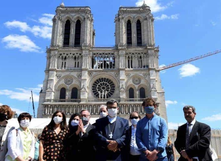 Reabren explanada de Notre-Dame en París tras incendio de 2019