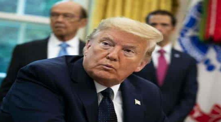 Trump firma orden ejecutiva que prohibe técnicas de estrangulamiento