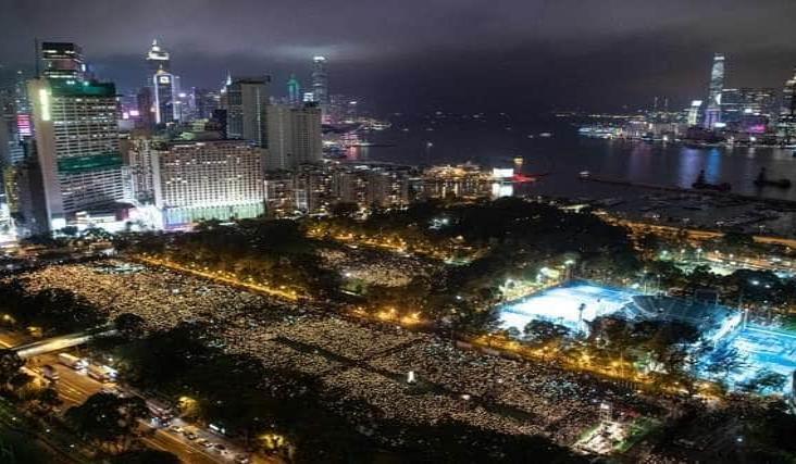 Prohíbe Hong Kong conmemorar masacre de Plaza de Tiananmen