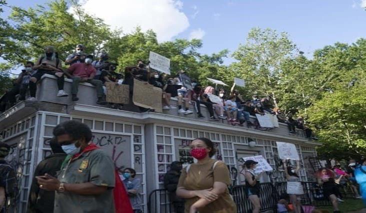 Prolonga Washington toque de queda por disturbios