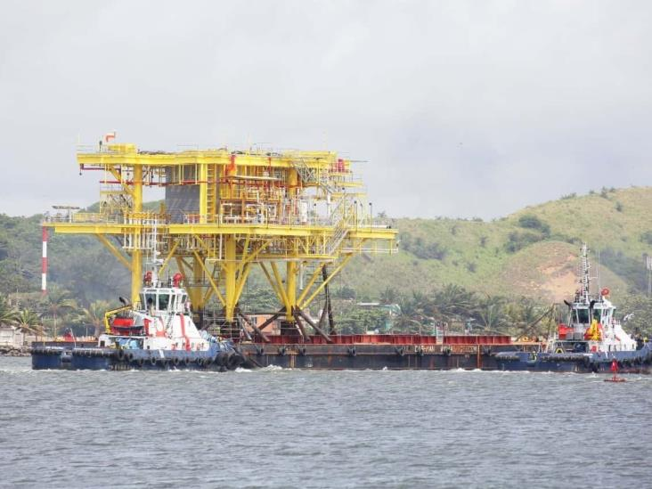 Por efectos de Amanda, barcaza Phoenix atracó en el Puerto de Coatzacoalcos