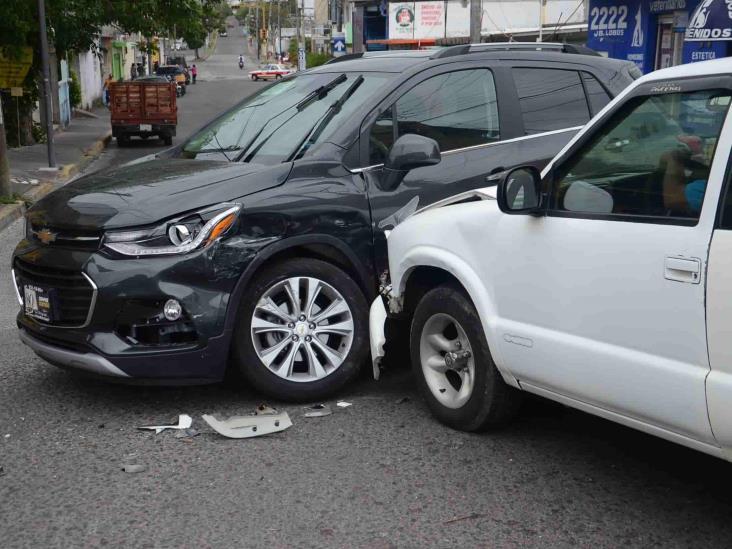 Por no respetar preferencia, hijo de regidor protagoniza accidente en Veracruz