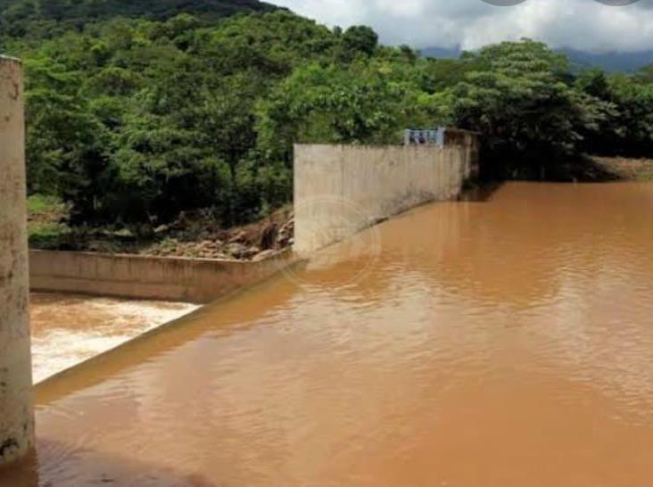 Turbiedad en el Yuribia afecta suministro de agua en Minatitlán