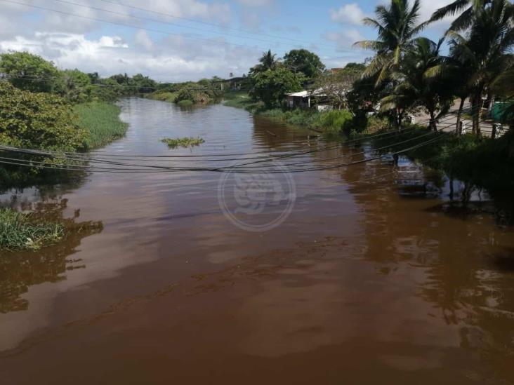 Incrementan los niveles de arroyos en Nanchital y río Coatzacoalcos