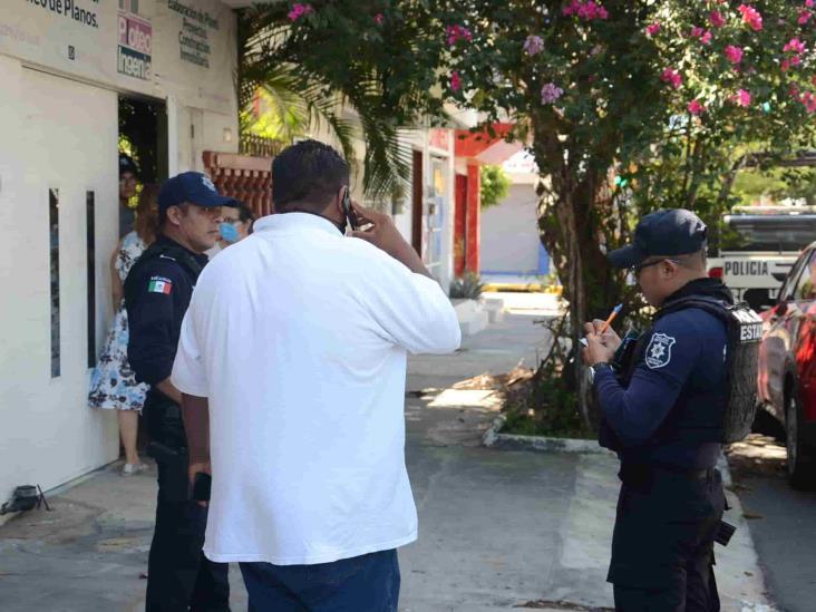 En Veracruz, cuatro sujetos armados asaltan a hombre afuera de negocio