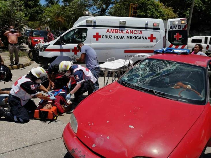 Vehículo impacta motocicleta en avenida de Coatzacoalcos