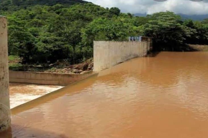 Las lluvias enturbian el agua de la presa Yuribia; cierran el sistema