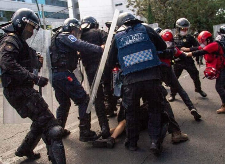 Prisión preventiva a dos policías por agresión a Melanie en protesta de la CDMX