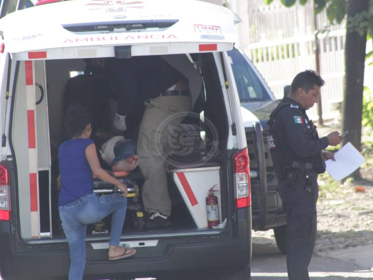 Ataque armado en pollería de Agua Dulce; dos empleados baleados