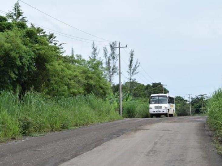 Arrebatan motocicleta a comerciante en carretera Acayucan-Soteapan