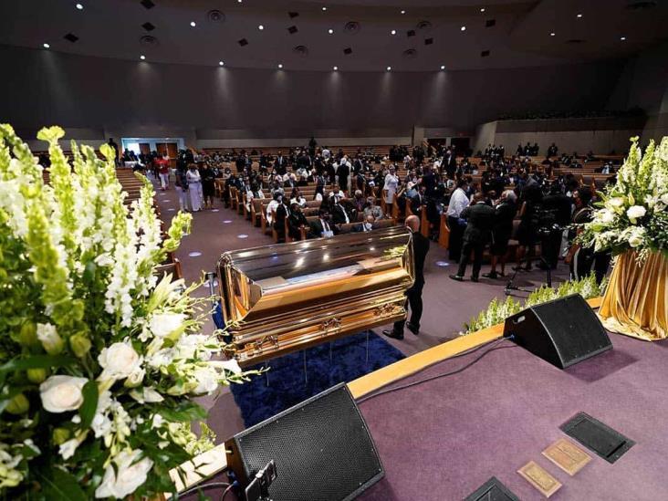 Entre reclamos de justicia, sepultan a George Floyd en Houston