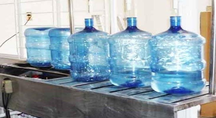 Purificadora vende agua con larvas, denuncian nanchitecos
