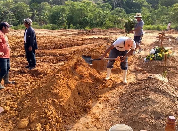 De 2 a 6 inhumaciones al día en panteón de Cosoleacaque