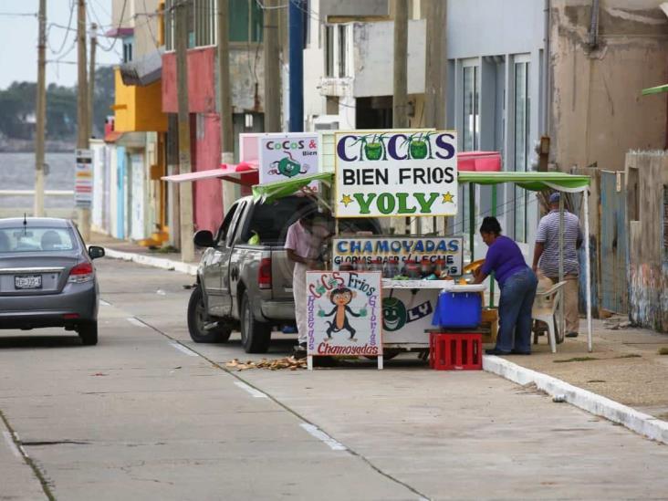 En Coatzacoalcos, reubican a vendedores de cocos del Malecón Costero