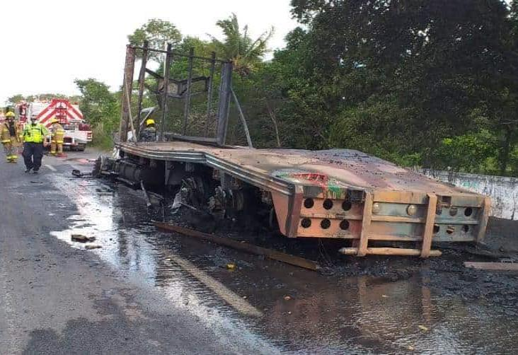 Se quema trailer en carretera Medellín-Paso del Toro; familia resultó lesionada