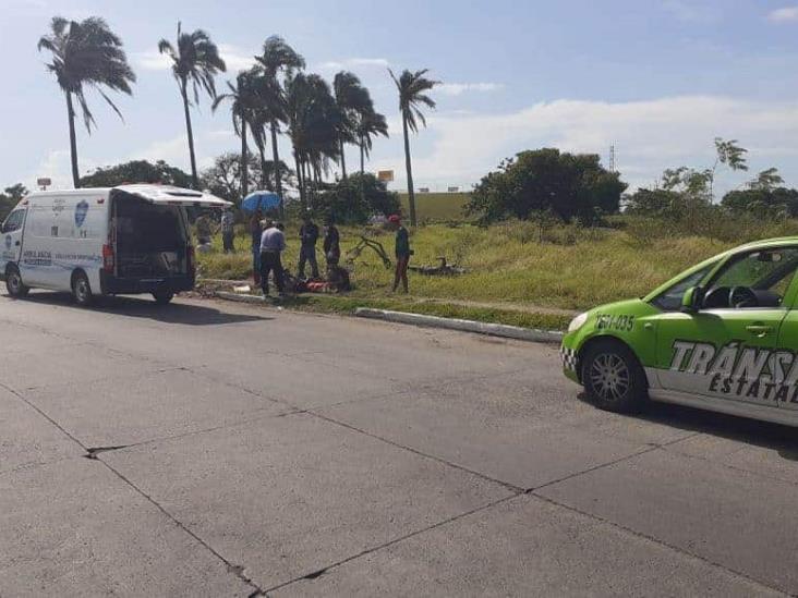 Joven motociclista derrapa en fraccionamiento de Veracruz