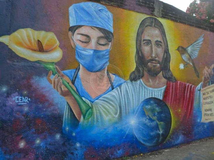 Artista urbano  pide hacer conciencia; realiza mural Covid en 18 horas