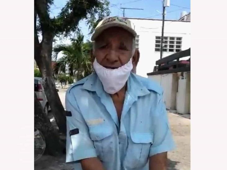 Ancianito pide apoyo para llevar medicamentos a su esposa de 99 años