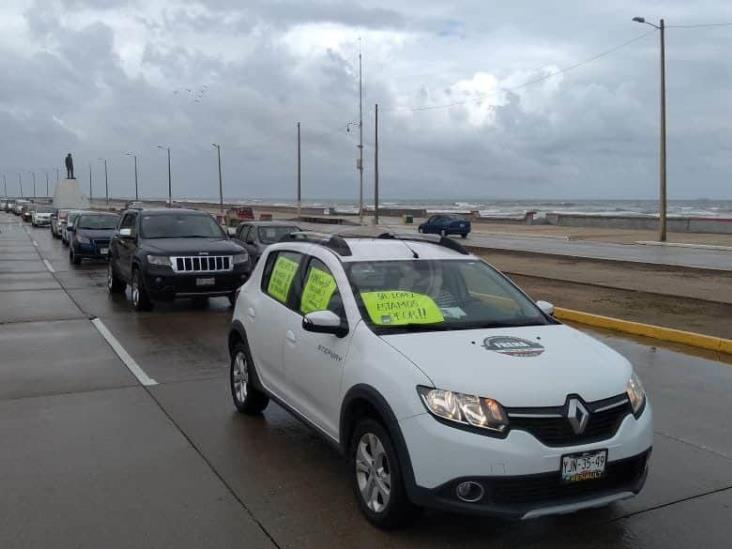 Simpatizantes panistas realizan caravana contra AMLO