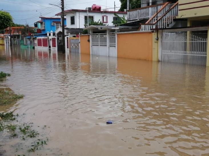 Desbordamiento del río Agua Dulce, deja a 7 colonias inundadas