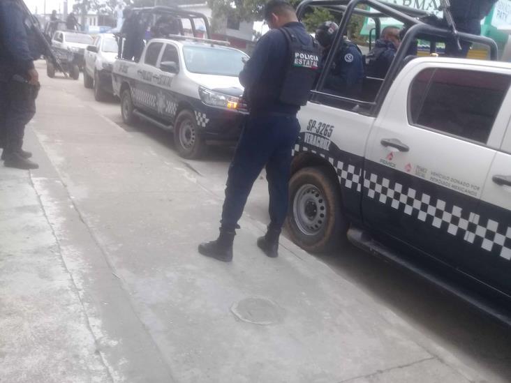 Vecinos de Villa Cuichapa,  liberan a indocumentados y detienen a cinco personas