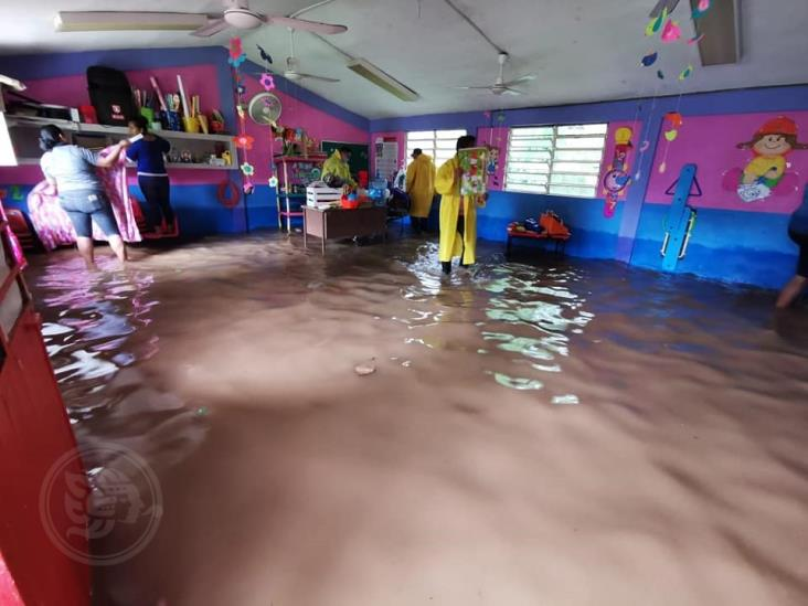 Intensas lluvias siguen ocasionando daños en Moloacán
