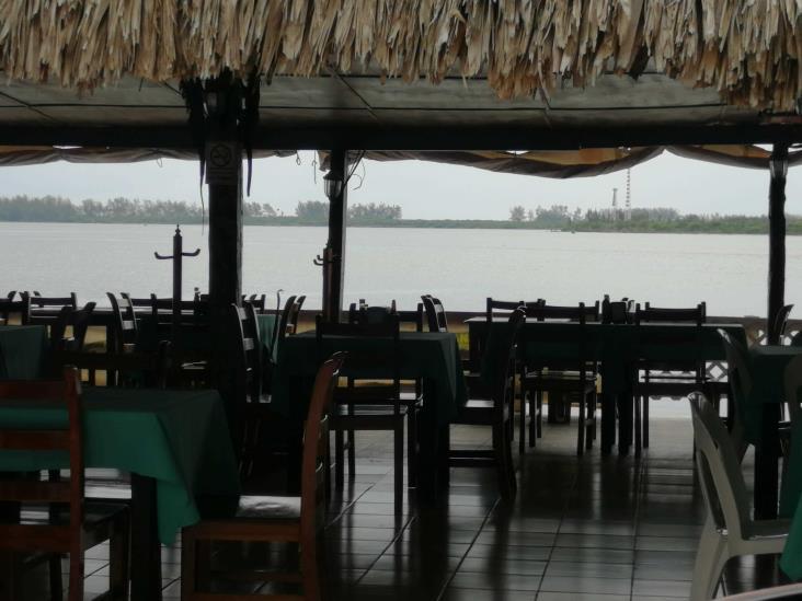 Tras crisis por contingencia, cierran restaurantes en Tuxpan