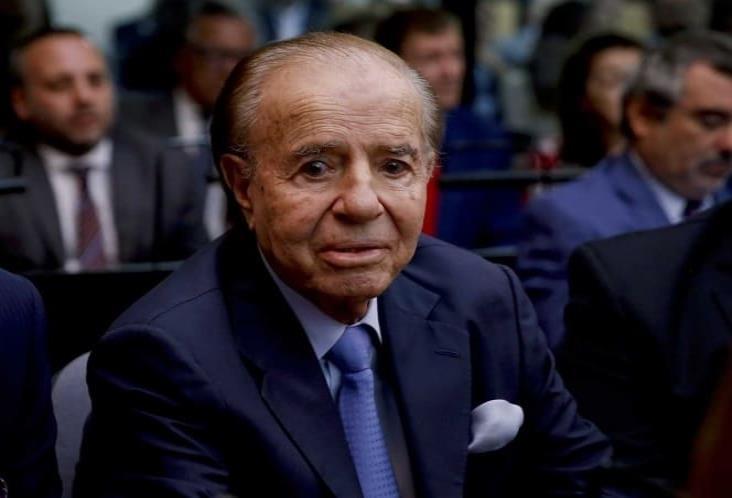 Hospitalizan a expresidente Carlos Menem por neumonía