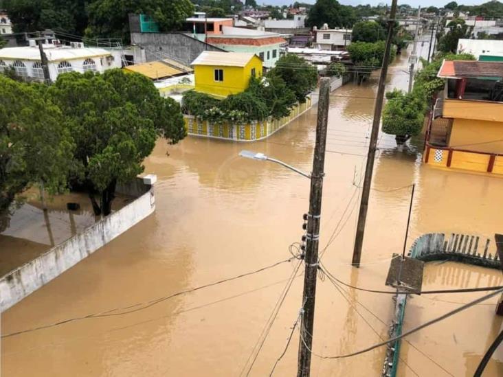 Sobrevivientes a desbordamiento del río Agua Dulce fueron albergados