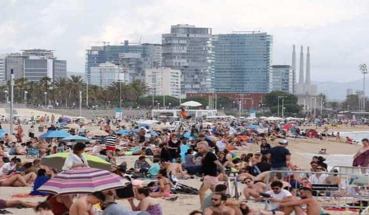 España reabrirá sus fronteras el 21 de junio, menos la de Portugal