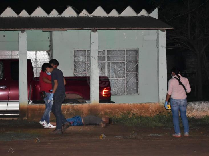 Sicarios asesinan a Mauro el Coyote en Acayucan; mujer muere en hospital