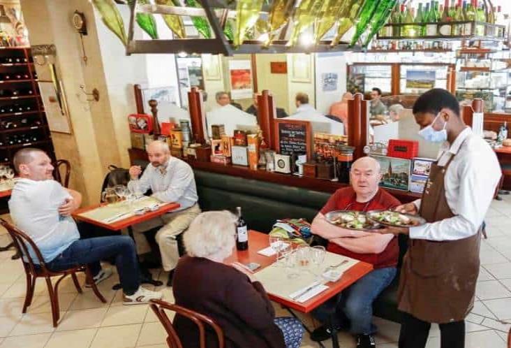 Reabren por completo todos los restaurantes en París