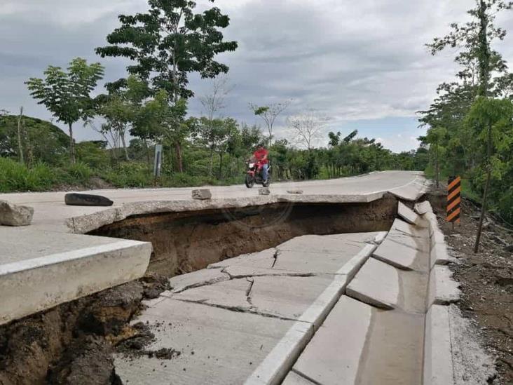 Se deslava tramo recién construido en carretera Las Choapas-Cerro de Nanchital