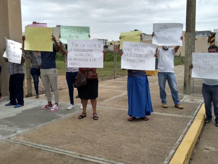 Taxistas protestan contra aseguradora por no pagar accidente