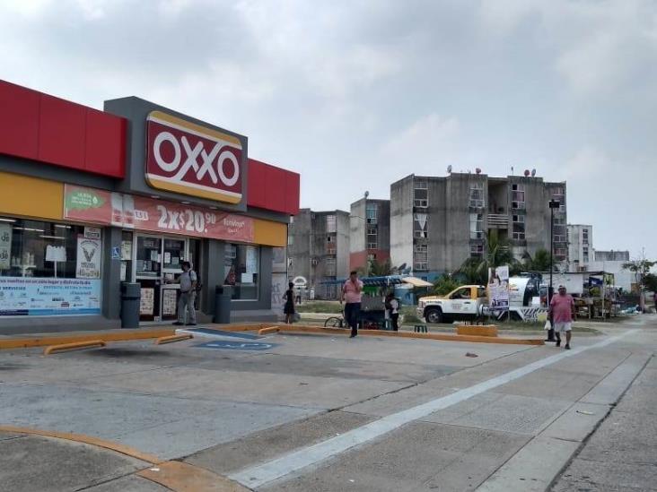 Hombres armados asaltan dos Oxxos en Coatzacoalcos
