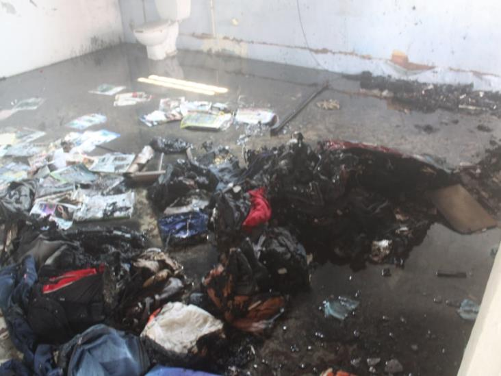 Quema de basura dentro de domicilio alerta a autoridades en calles de Veracruz